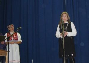 Люба Кральова і Ганка Сервіцка ведут концерт в Вільшавици