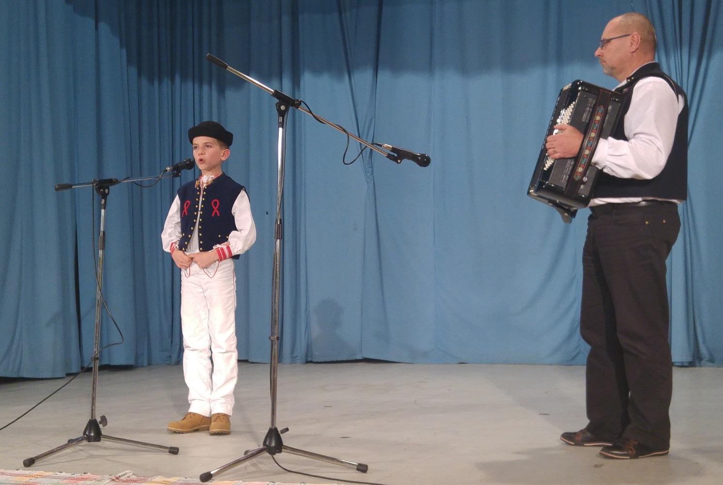 П. Секей зо Шамброна, на гармошці грат Мілан Щыґуліньскій лідер ґрупы Шамбрінці