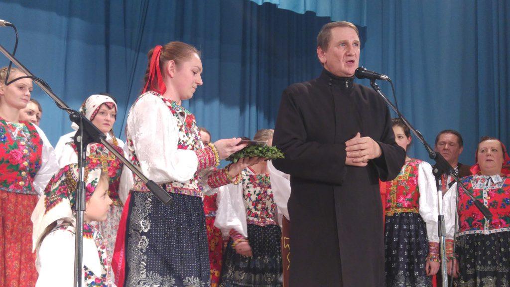Барвінкову платню з колядами символічні ввюл до жывота отец Франтішек Крайняк