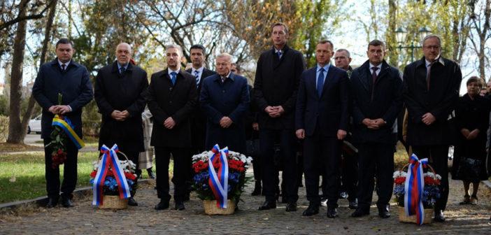 Бывшый презідент Словакії і жупаны припомянули собі ЧСР в Ужгороді. Закарпатю хотять помочі