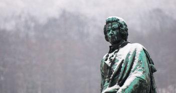 Вольфґанґ Амадей Моцарт, «З повагом», просит Павел Малецкій – неділя, 20.00 год.