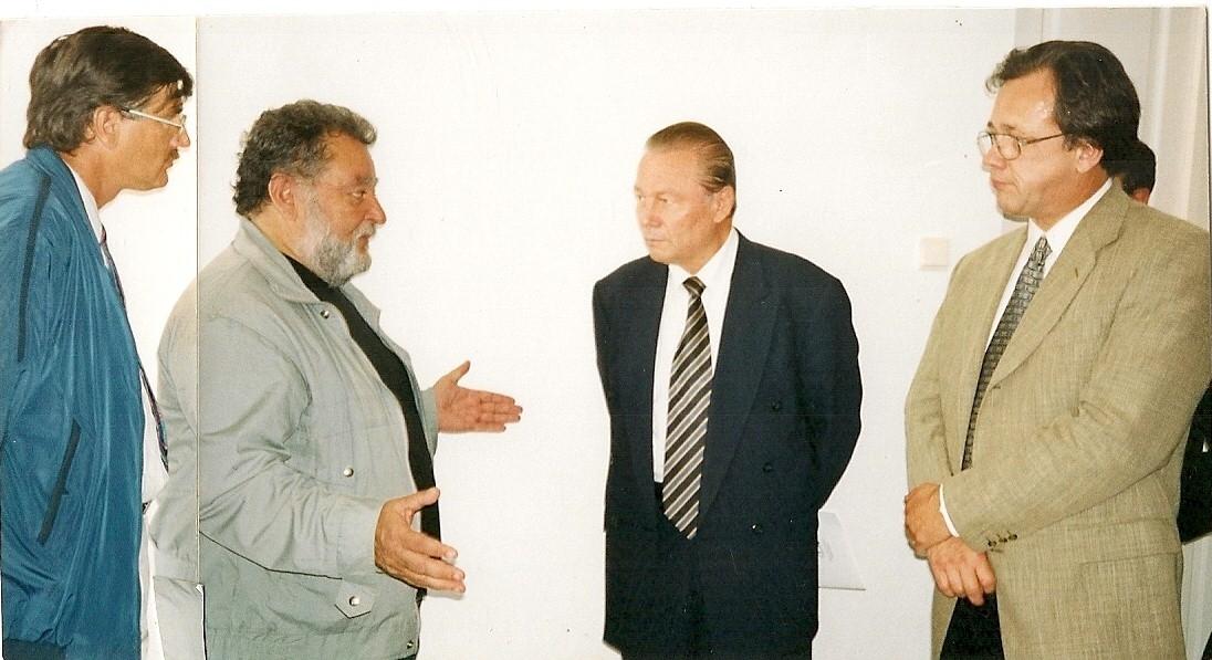 Зліва: Представителі РОС Петро Крайняк ст. і председа РОС Василь Турок-Гетеш коло презідента Словакії Рудолфа Шустера.