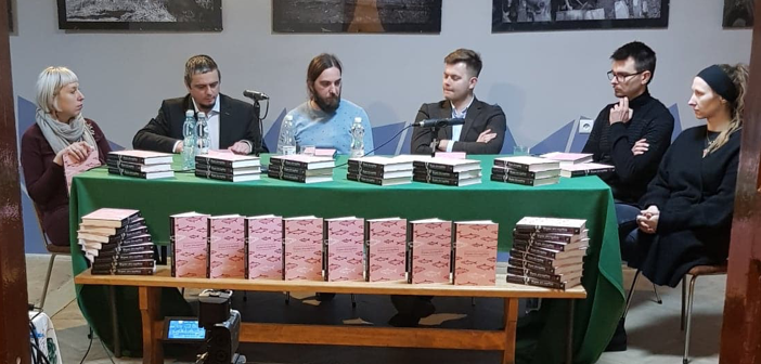 Зліва: Н. Малецка-Новак, Д. Трохановскій, П. Медвідь, С. Косовскій, П. Малецкій, А. Масляна