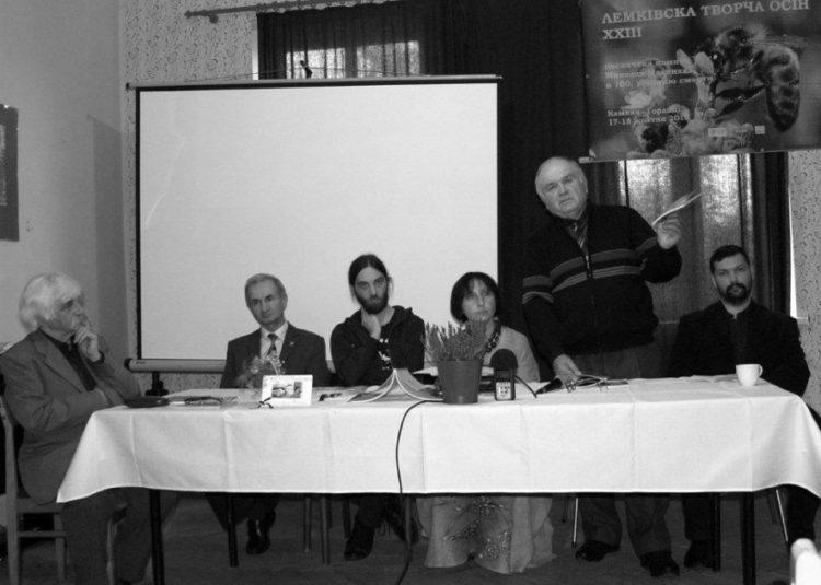 A. Ядловскій презентує свою творчіст на ХХІІІ Лемківскій Творчій Осени в Ґорлицях, 2015 р.